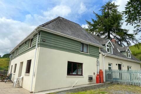 3* espaçosa casa de fazenda tradicional em Mid Wales
