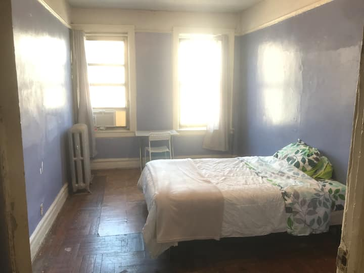 Private Guest Room in 3 Beds Shared Apartment