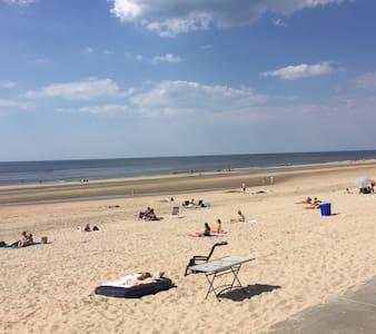 Genieten op het strand. Castricum aan Zee - Castricum