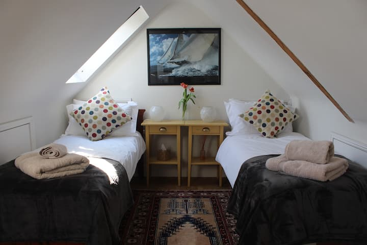 Centre of Hamble - Twin room, Rm 1 of 3
