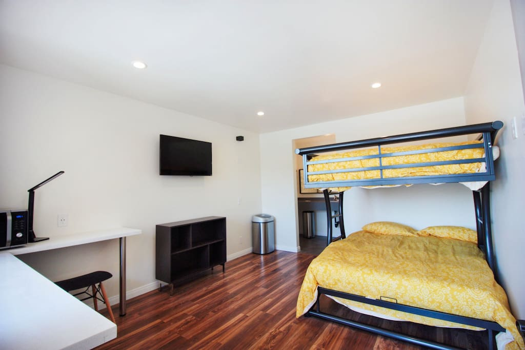 Stylish motel rm 31 bunk beds renovated modern for Betten motel one