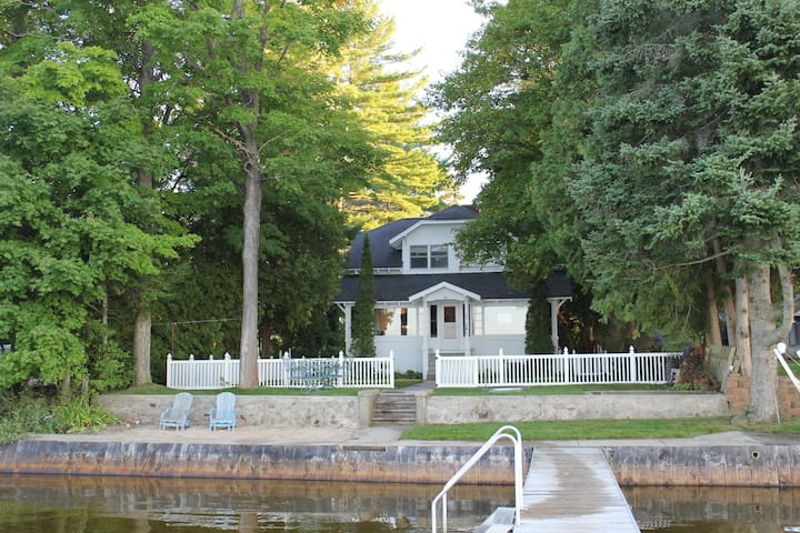 Spacious Family-Friendly House on Lake Mitchell