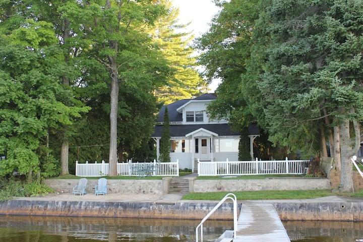 Spacious Family-Friendly House on Lake Mitchell