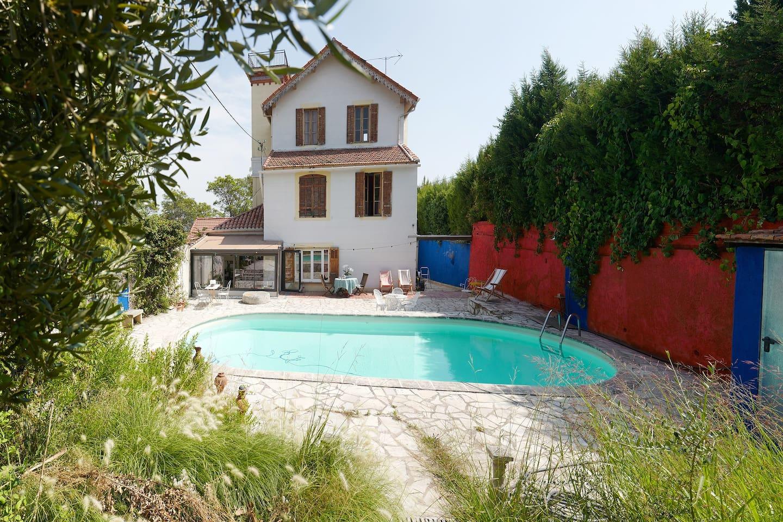 Le Belvédère coté piscine.  Le logement/Loft est au second et au troisième en mezzanine.