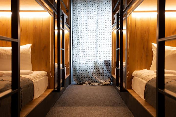 Кровать в общем 8-мест. номере для мужчин и женщин/Bed in 8 beds. room for men and women