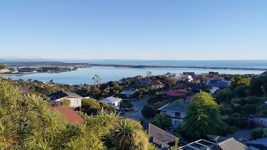 Sea views & luxury Flat2. Near hills, sea & city!!
