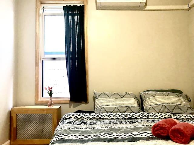 Cozy Kensington room by F,G, B16, B35 :))