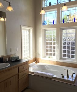 """DREAMY LIGHT-FILLED PRIVACY  --   The """"N"""" on 39th"""