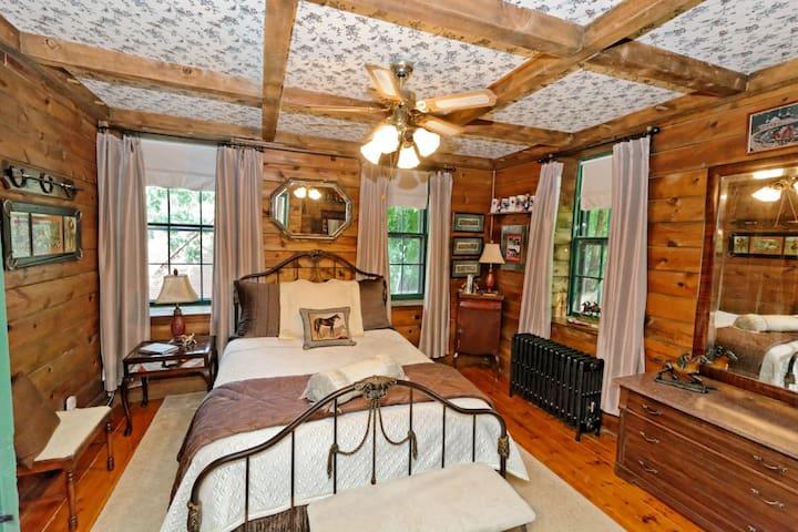 HISTORIC HOME NEAR SARATOGA  (Saratoga Room)