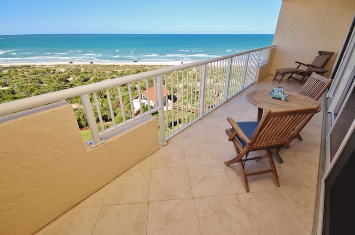 Beautifully Decorated Direct Oceanfront Unit with Easy Beach Access