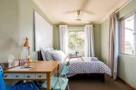 Spacious Family double room in Brisbane Bayside - Brighton - Talo