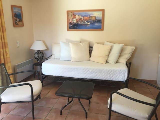 coin salon avec canapé convertible en lit 160X200 grand confort avec un vrai matelas