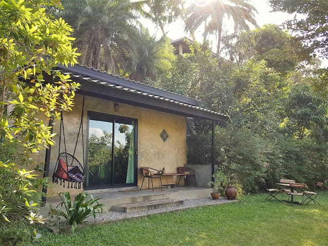 PUGKOOD HABITAT#C1 Cozy cottage in tropical garden