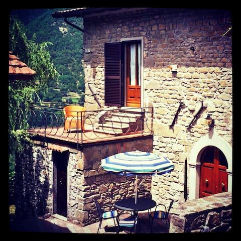 Tuscan Hillside Villa - Vergnano - บ้าน