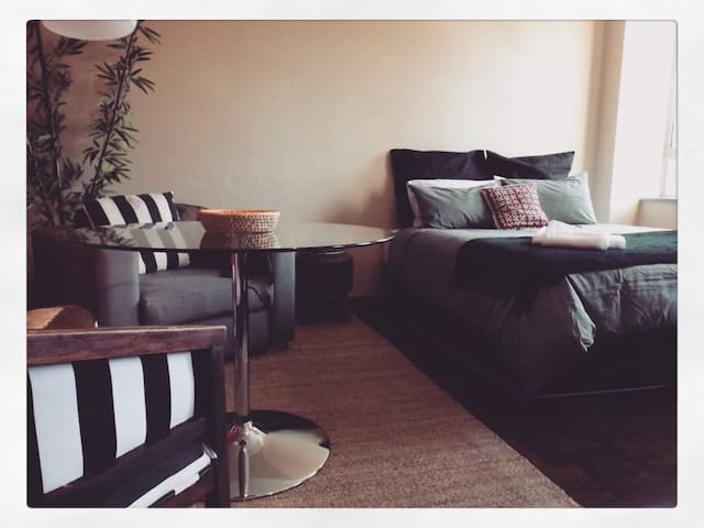 Cozy modern living in maboneng 2 apartments for rent for Living room maboneng