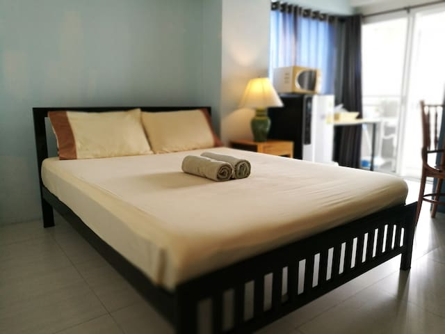 CleanCosyRoom301@Ngamwongwan 25mins from DonMueang