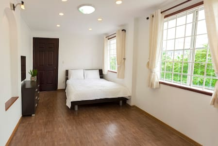 39-1 Cozy Room w/ Balcony in Villa in District 2