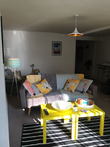 Large One bedroom apartment set in Hastings