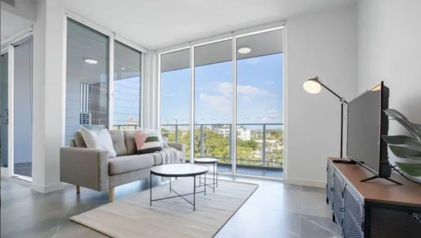 stylish 2bed+2bath apt in Gold Coast/时尚两房两卫精美公寓