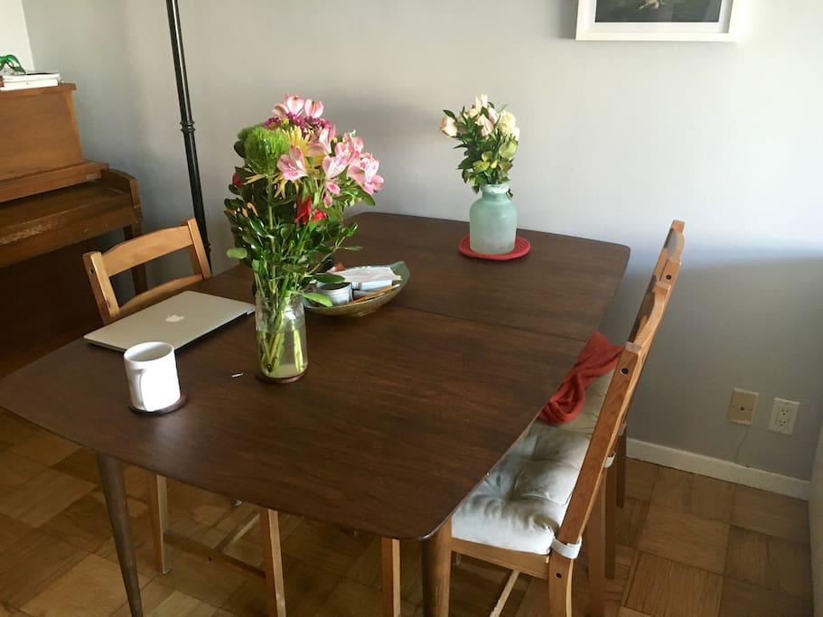 Dining Area/Piano