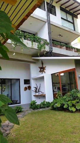 Casa con vista paradisiaca al mar! - Puntarenas