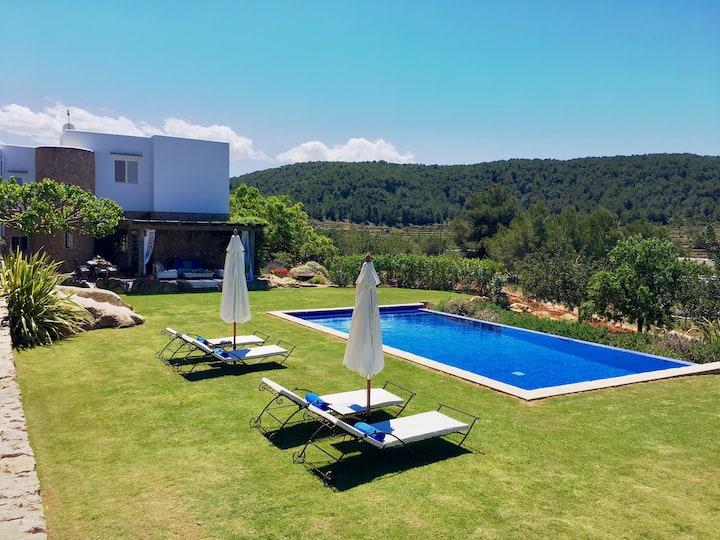Villa with Gorgeous garden.  ET-0823-E