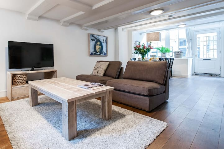 Large 2 Bedroom apartment in Jordaan District Available for a Minimum of 7+ nights