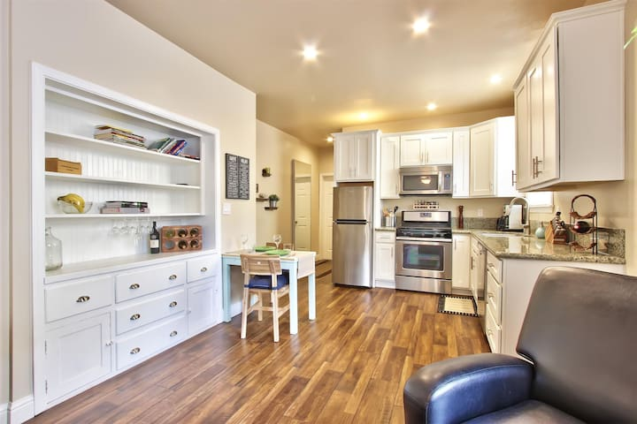 Marvelous Midtown stay with a Modern Twist! - Sacramento - Appartement