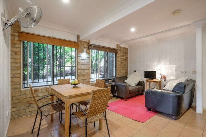 TOOWONG TO RENT!