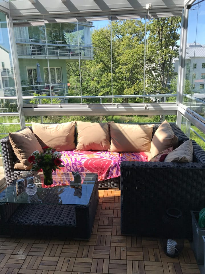 Trivsam lägenhet med uteplats, nära vatten