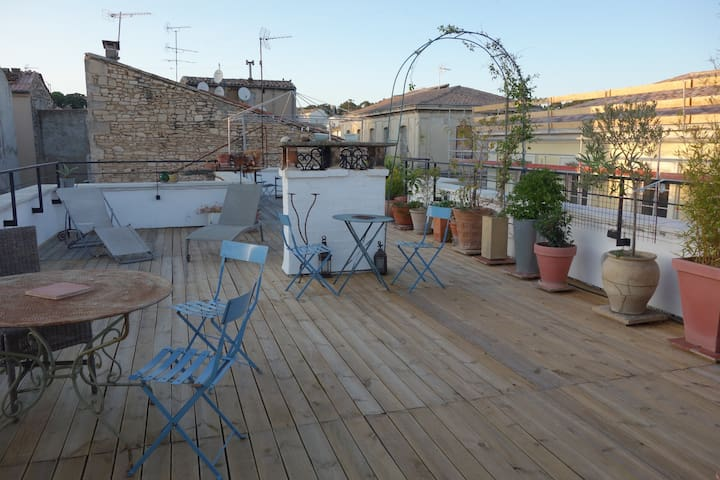 Arty apartment with spectacular 70m2 roof terrace - Nîmes - Pis