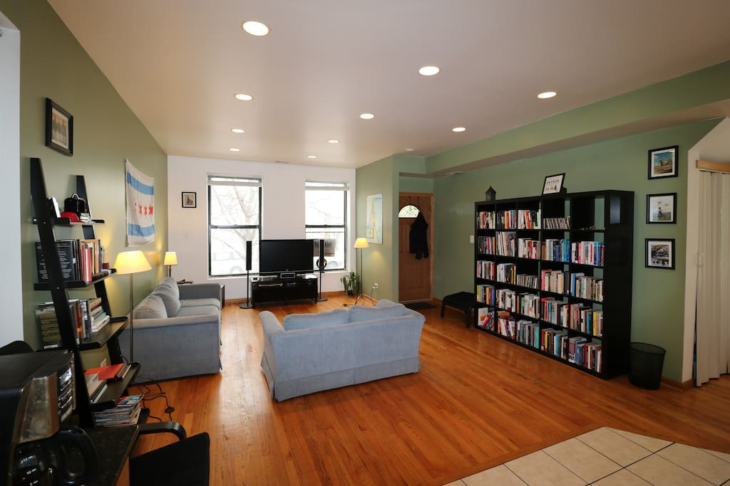 Spacious 2 Bed 2 Bath W Roof Deck Arts District Apartments For Rent In Chicago Illinois
