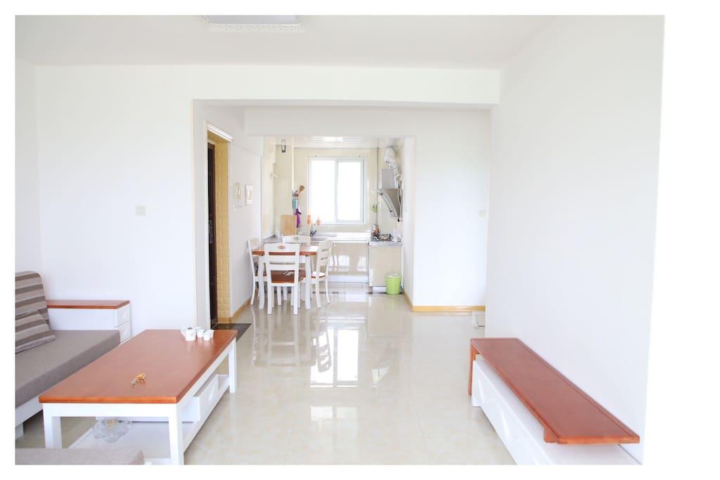 客厅和开放式厨房