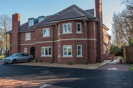 Frimley - Old Rectory Court (Three Bedroom) - Frimley - Apartment-Hotel
