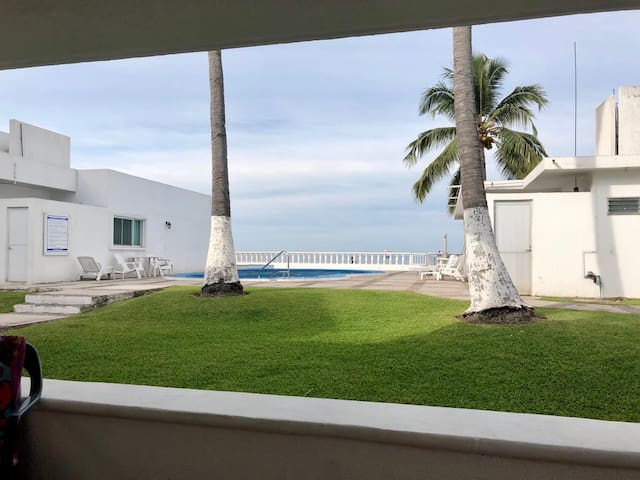 Apartamento con alberca, pie de playa, Manzanillo