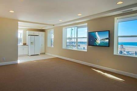 Oceanfront Apartment in Newport - Newport Beach