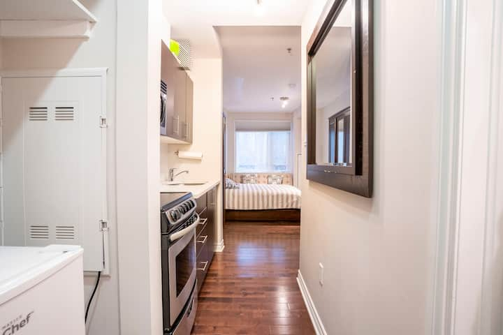 Central Town Studio/Free Parking/Close to Downtown