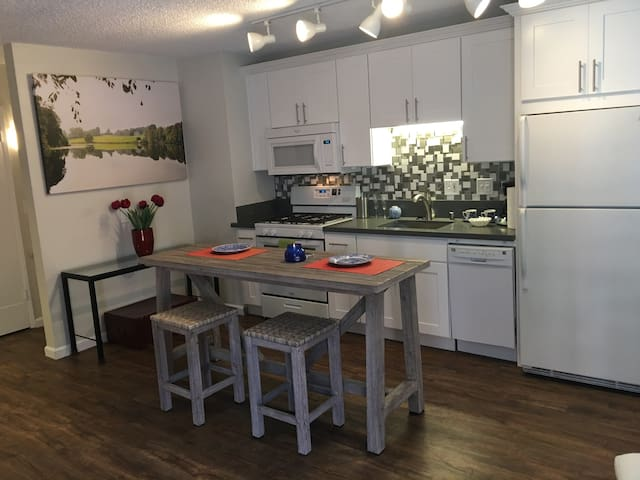 Chic & Cosy Modern 2Beds/1.5 Bath Apartment - San Diego - Apartment