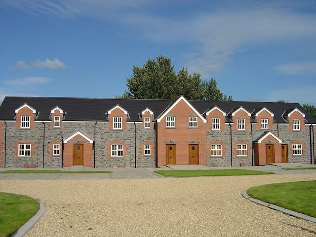 Stable Court Apartments and Houses - Muckamore - Casa