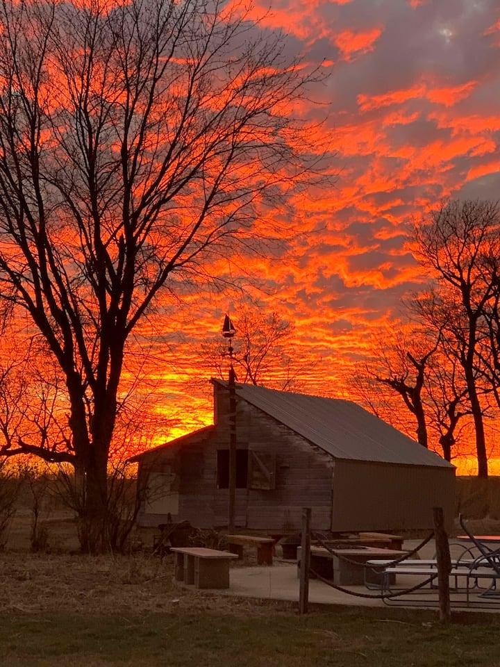 Private 10 acre farmhouse ... serene, beautiful!