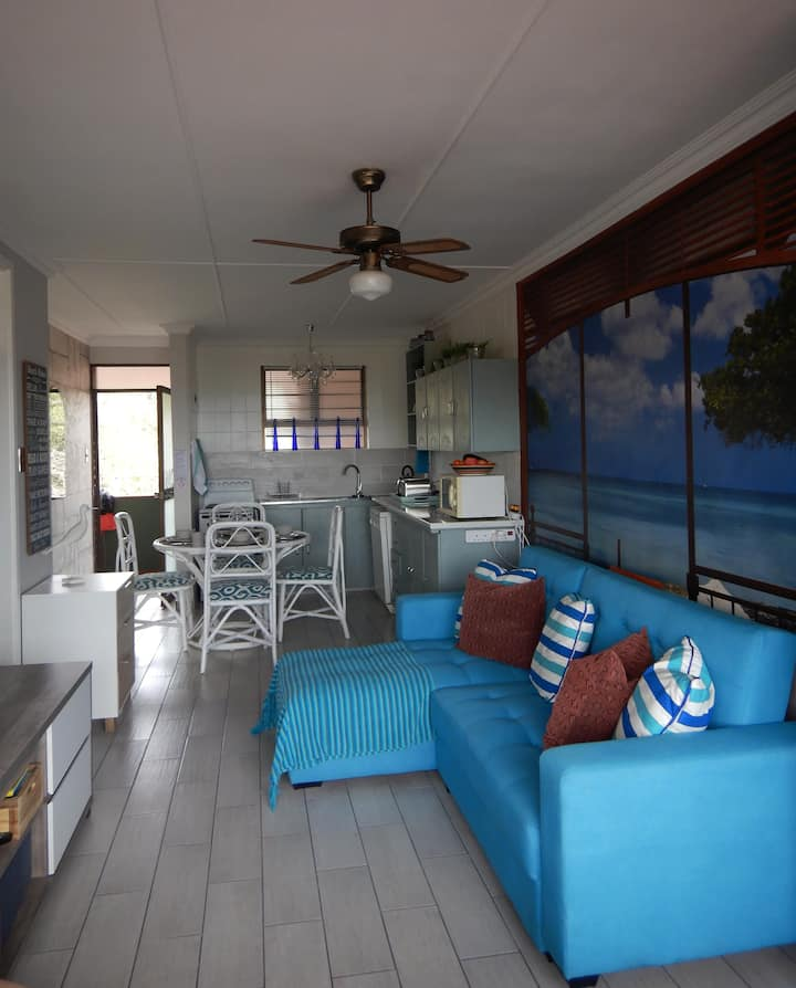Illovo Beach Flat, newly renovated with a SEA VIEW