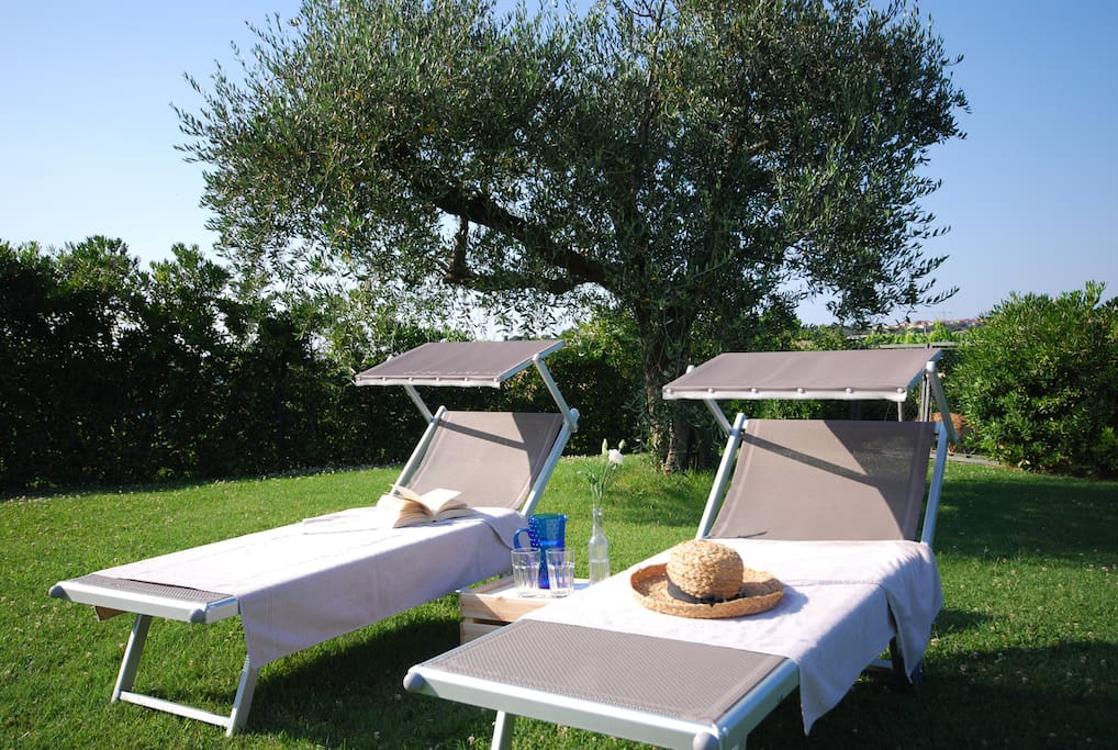 The house has  beach chairs to relax and enjoy the peace of the garden