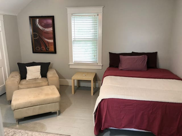 2 Bed Deluxe In Upstairs First Left
