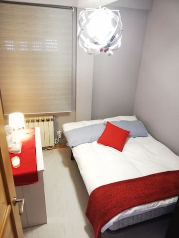 CLOSE TO MADRID AIRPORT/14min IFEMA  room for 1!