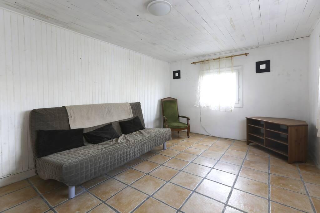 Chambre spacieuse un canapé lit 2 personnes