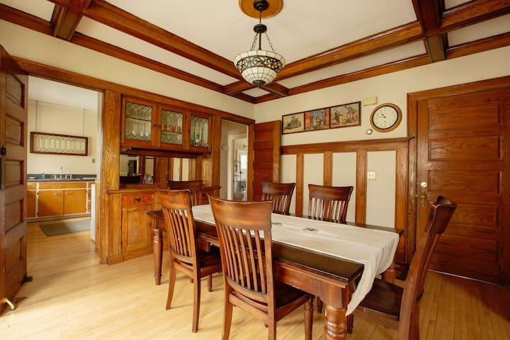 Glidesdale Manor ❆ Roscoe Condo