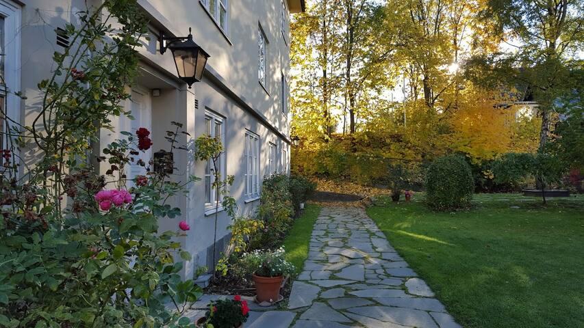 Hidden garden apt in heart of city