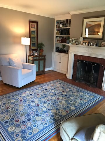 Beautiful and Spacious Home in Audubon Park - Louisville - Ház