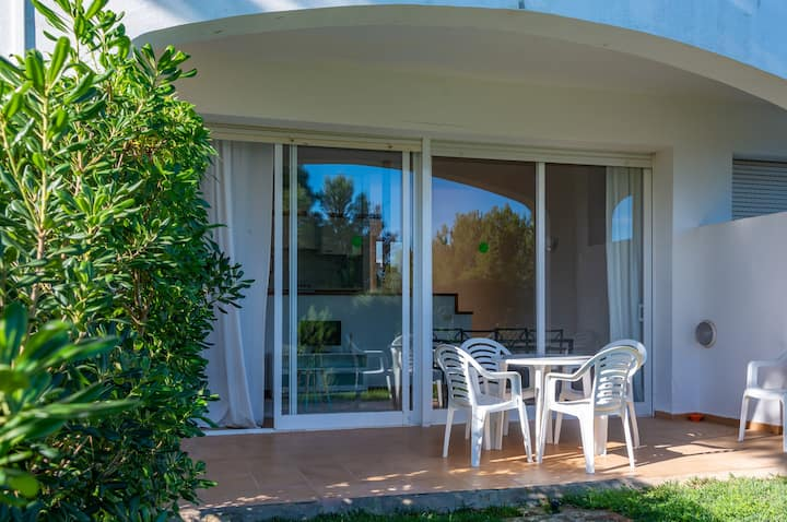 """Cosy Apartment """"Apartamento Coves Noves"""" close to the Sea with Pool, Wi-Fi, Terrace & Garden; Parking Available"""