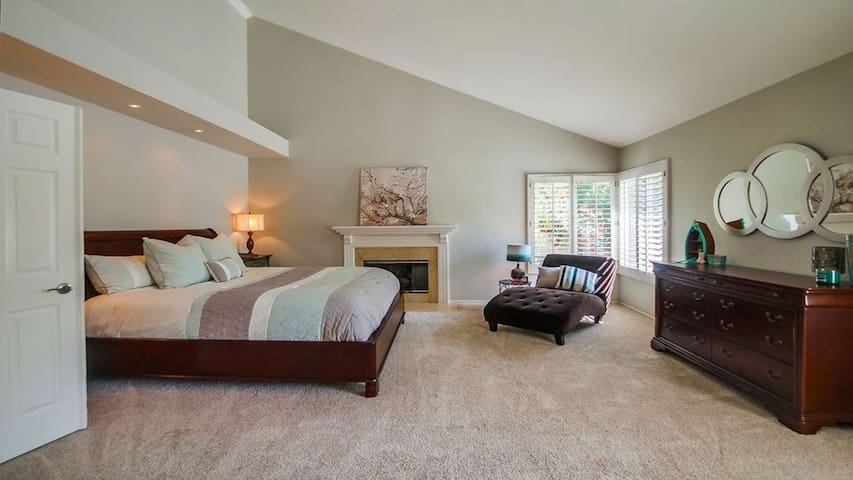 Master Suite with Cal King Bed & fireplace - Sleeps 2 (2nd Floor)